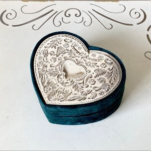 Pretty green velvet tin heart jewelry box with lid